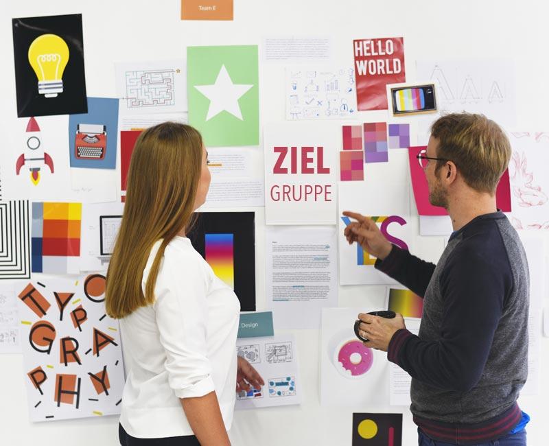 Eine Zielgruppe ist ein möglichst homogenes Cluster von Menschen oder Unternehmen, die bereit sein könnten, die angeboten Leistungen zu erwerben.