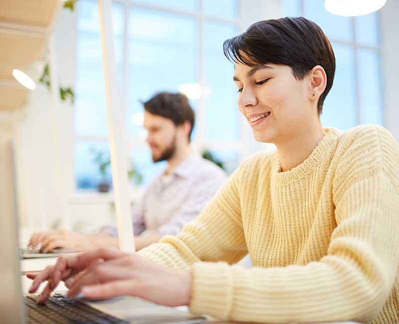 Texter erstellen Texte für Website und Online-Shop als Beschreibungstexte, Produkttexte, Blogbeiträge sowie aufmerksamkeitsstarke Headlines.