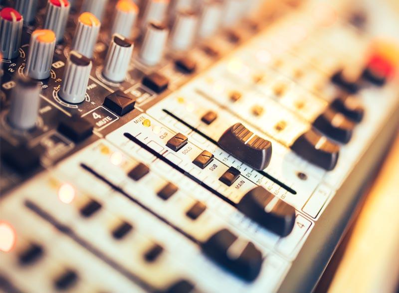 Produktvideo oder Produktfilm Vertonung mit Sprecher und Musik in unserer Filmproduktion für die Region Rosenheim, Traunstein, Wasserburg, Traunreut, Prien und München.